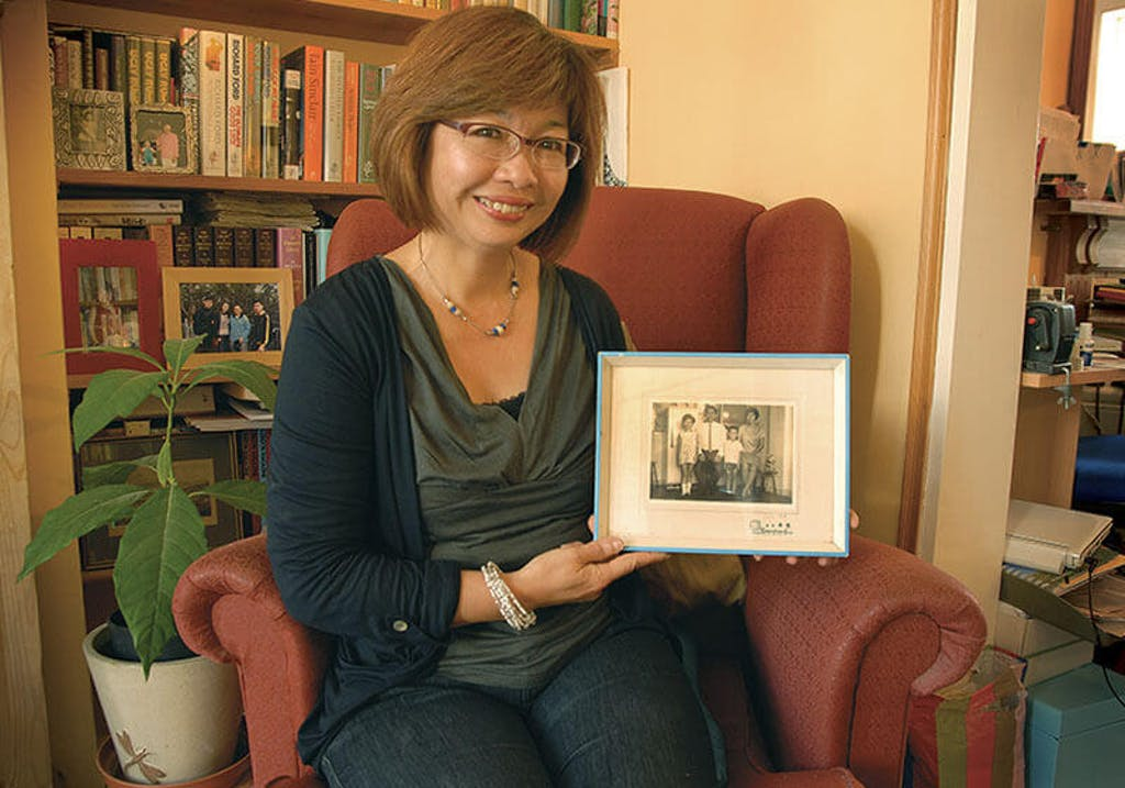 01.Ms. Christina Mei Yong Chow with her treasured family photo